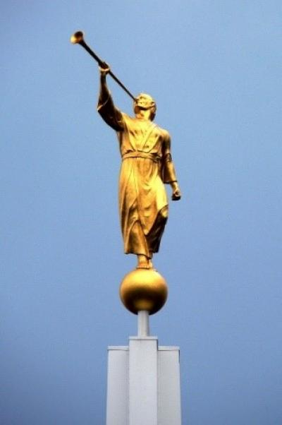 Statue of the Angel Moroni blowing a trumpet